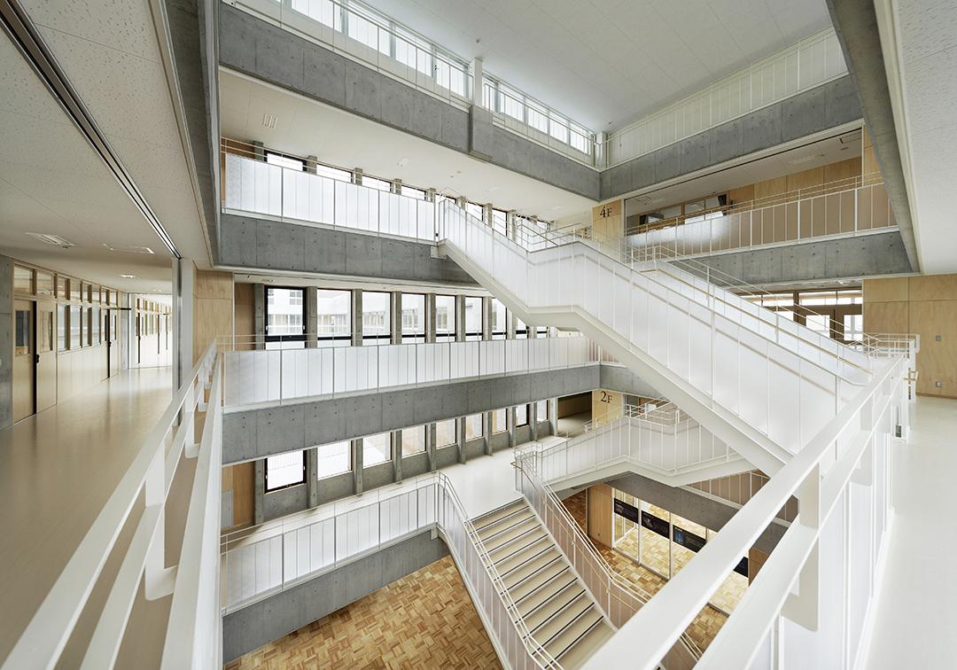 岡崎市立翔南中学校 中央階段ホール