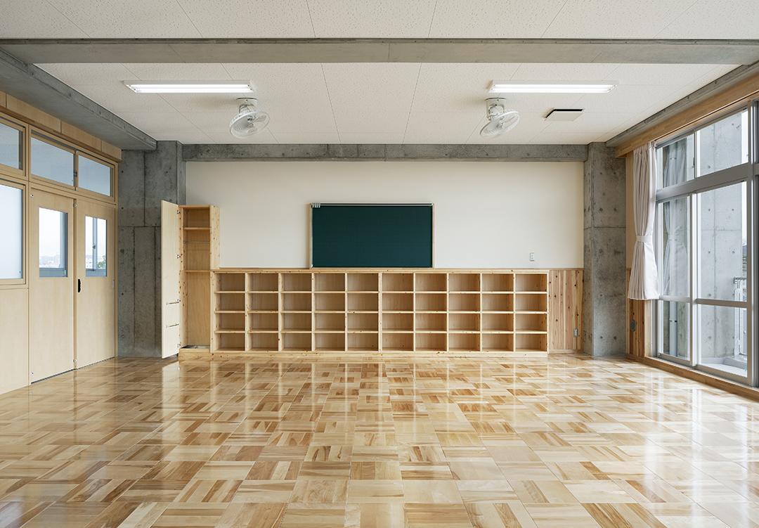 岡崎市立翔南中学校 教室(間伐材の利用)